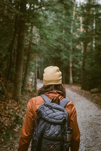 癒しのもとに直接触れるのがいちばん!時には心を落ち着けて、鳥のさえずりや風がそよぐ音に耳を傾けてみるのもいいかも。