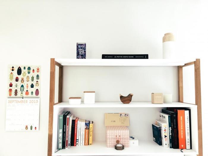 家の中に木目調の空間を作ってしまうのもオススメ。家具はもちろん、オブジェや小さなインテリアに木目を取り入れるだけで、どこか温かみのある雰囲気になります。