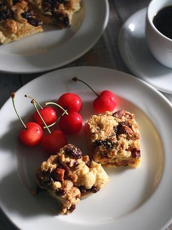 シナモンの香りと、ナッツやレーズンの食べ応えで、小腹が空いた時に満足できるスコーン。 バターを使っていなくても、はちみつとてんさい糖の優しい甘さが美味しい♪