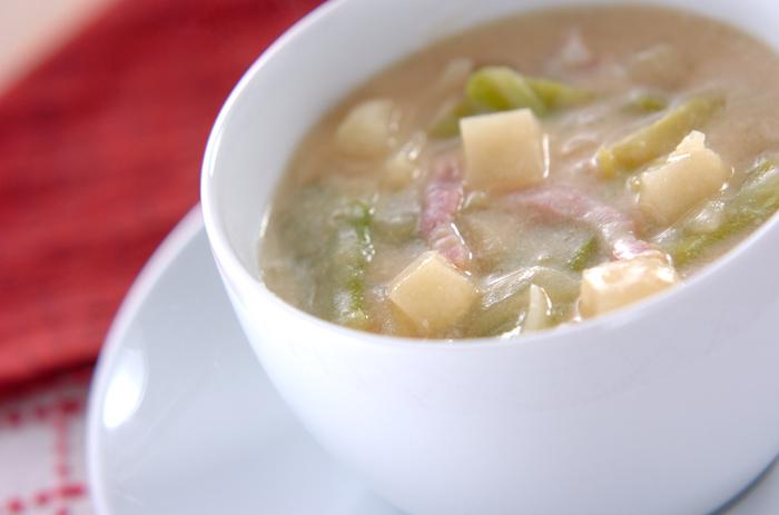 ■とろみ豆乳みそスープ■ 無調整豆乳を使ったやさしい味わいの、ベーコンやじゃがいもなど具沢山の洋風お味噌汁スープです。