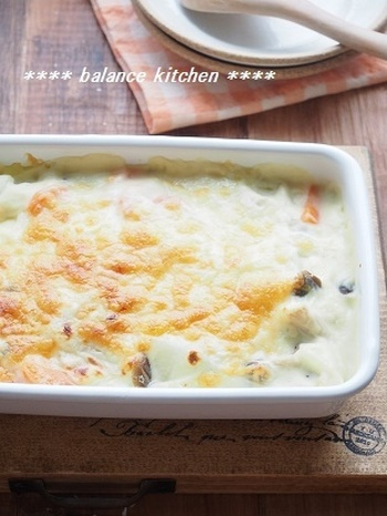 ■根菜ときのこの豆乳グラタン■  バター不使用、食物繊維たっぷり、胸肉使用でヘルシーなので、ダイエットにもぴったりのグラタン。米粉で作るとソースがダマにならないので失敗なしでできますよ!