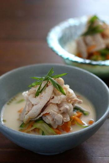 ■ベジヌードルと豚しゃぶの豆乳味噌スープ■ 麺の代わりに野菜を使った豆乳仕立てのべジヌードルは、お肉をのせてボリュームもあるので満足感も◎