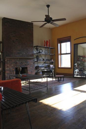 トレンドのブルックリンスタイルは、モダンさとヴィンテージ感が共存する大人の空間。レンガやコンクリートを使うのも特徴です。