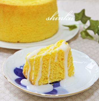 甘酸っぱくて爽やかなケーキ。しゃりっとしたアイシングや柔らかいシフォン地のふわふわ感など、いろんな食感楽しめるところがポイント。アイシング無しで、そのまま食べても美味◎