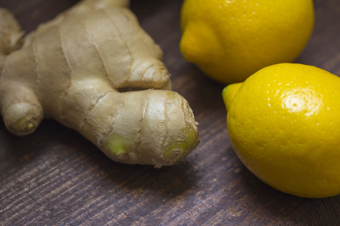 自家製ジンジャーエールの材料は、生姜、砂糖、レモン、シナモンやクローブ・カルダモンなどのスパイスなど。とてもシンプルな材料でできるんですよ。