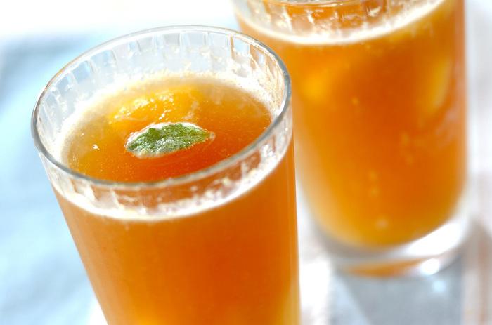 黄桃缶を凍らせてシャーベット状にしたジンジャーエールのスムージー。ピリリとした辛さと黄桃の優しい甘さが絶妙のドリンクです。