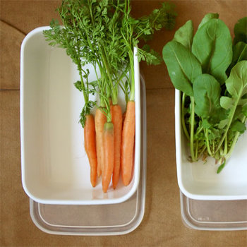 ちょっぴり残ったお野菜もそのまま保存できます。葉物などのボリューミーなお野菜でも深型なら安心。