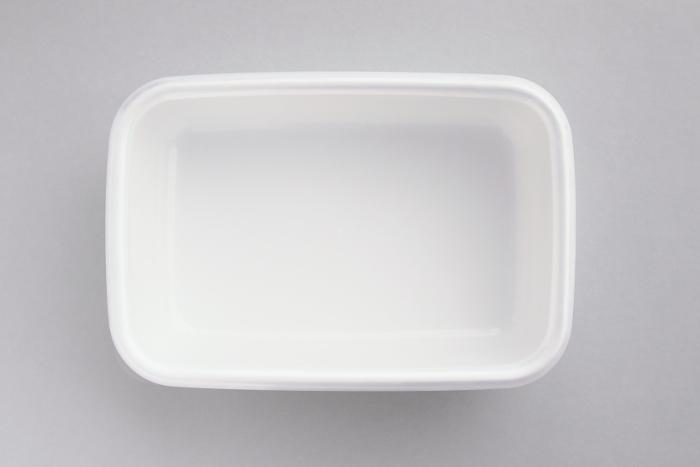美しい白の保存容器は、そのまま食卓へ直行もOKですが、お弁当箱としても使えます♪