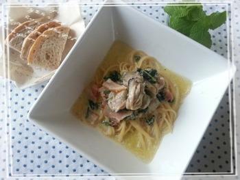 牡蠣によく合うクリーム系のパスタ。とても簡単にできますので、ランチなどにもおすすめです。サラダとバゲットなど添えれば、レストラン風ですよ。