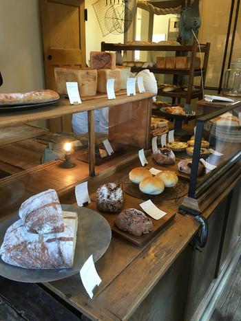 店内には香ばしいパンの香りが立ち込めます。 手紙舎が主催のイベントもみじ市など、さまざまなイベントにも参加されています。