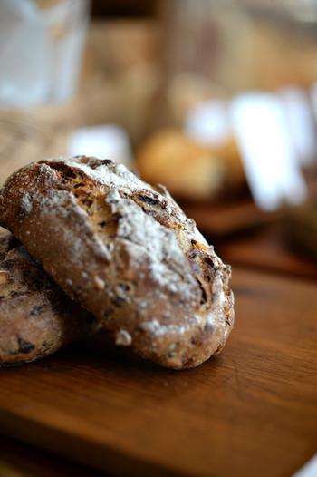 cimaiの人気はなんと言ってもハード系のパン。ずっしり重く香ばしく、素材の風味が存分に生かされたパンは、今までのハード系パンの常識を覆すかも!