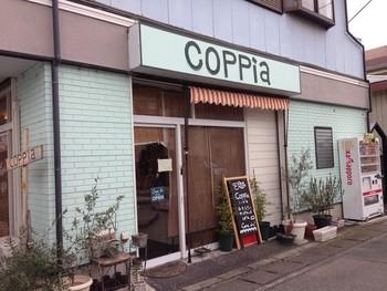 幸手市でcimaiと人気を二分するとまで言われているこちらのお店「COPPIA」。 ご夫婦お二人での経営するパン屋さんで、パンのほかお惣菜も扱っています。手作り感あふれるサンドイッチも人気。