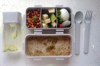 「保温」だけでなく「保温調理」の機能があるので、スープからデザートまで、朝に材料を入れて放置すれば、昼には出来立てアツアツの料理を頂くことができるのです。  そんな省エネの優れもの「スープジャー」を使ったおいしいレシピの数々をご紹介します♪