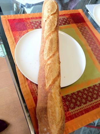 ブーランジェリーアーブルで同じく人気のバケット。素材の味と焼き加減が重要なバケットはパンの良し悪しが出るパンです。
