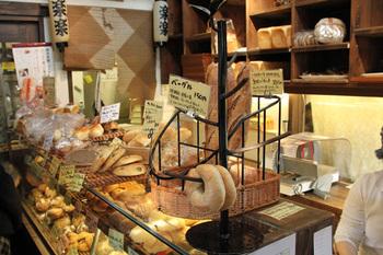 すぐにかぶりつきたくなってしまうパンたち。材料は出来る限り地元埼玉産を使っているとか。子供達が安心して食べられるものばかり。