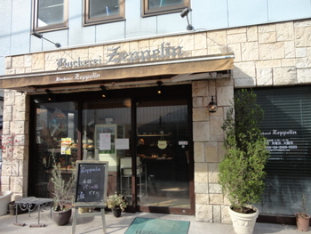 大手ベーカリーに勤めていたオーナーが始めたパン屋さんです。こちらは知る人ぞ知るのベーグルの名店。