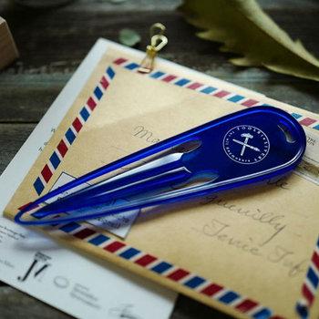 一見、クリップやバレッタに見えますが、こちらは手紙を開封する際に使用するレターオープナーです。