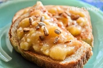 こちらは完熟バナナを使ったレシピ。甘味が増し、ナッツとのコンピでさらに風味もアップ。バナナの皮が黒っぽくなってきたらぜひ、試してみて!