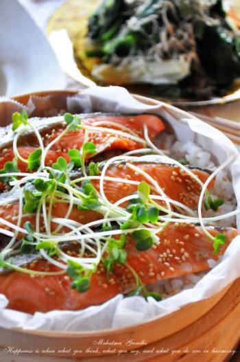 塩鮭とご飯の相性は抜群!せいろがあれば、簡単でも豪華な出来栄えです。 忙しいときに嬉しい時短レシピ。