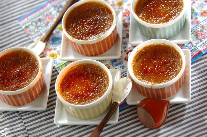 こちらのレシピで使用するフランス製のブラウンシュガーは、おうちにあるブラウンシュガーや三温糖でも代用可能です。バーナーが無い場合は、そのまま食べても美味しく頂けます。