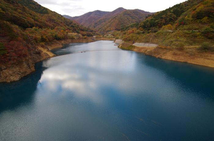 こちらにお越しの際は、すぐ横を流れる四万川の美しさもご覧ください。