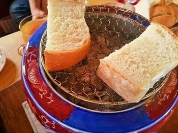 火鉢でパンを焼く時間が愉しめます。