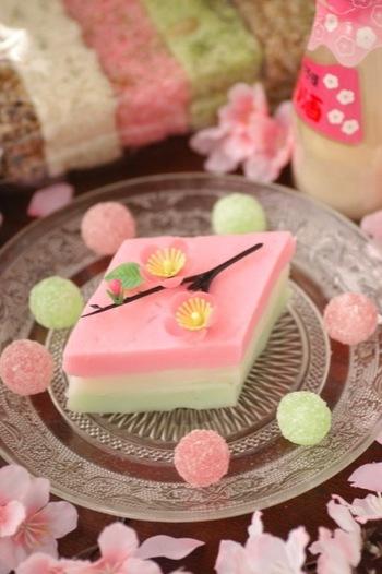 ひな祭りのお菓子の代表格、もうひとつはひし餅です。ふんわりと優しいミルクの香りがするぷるぷるひし餅なら、子どもたちもペロリと食べてしまいそう。