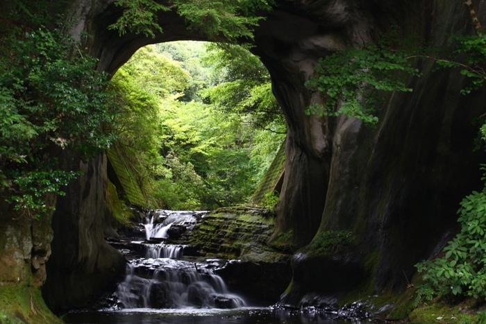 滝のある清水渓流公園には、「濃溝温泉 千寿の湯」もあります。滝を楽しんだ後は、ぜひ秘湯で体と心を癒しましょう。