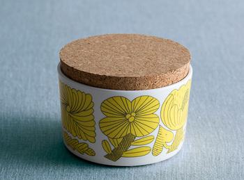 スウェーデンの陶磁器メーカー・GUSTAVSBERGと、愛らしいイラストが大人気の鹿児島睦がコラボレーションをしたシリーズ・April(アプリール)のキャニスター。北欧らしいポップな色合いですね。キッチンに何気なく置いておくだけでパッと明るい雰囲気になりそうです。