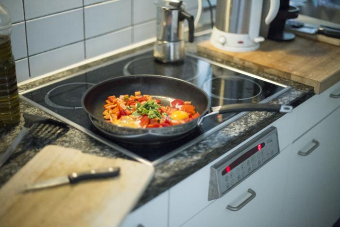 分量と同様に大切なのが火加減。ほとんどのレシピは火加減についても具体的に記載されています。例えば同じ5分でも弱火と中火では火の通り方が異なるので、レシピに忠実に作りましょう。