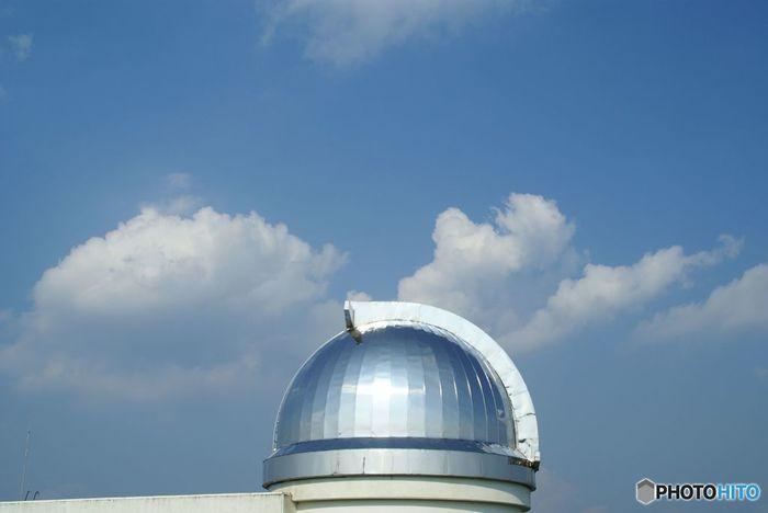 """""""願いかなう町*美星""""は、美星町のキャッチフレーズ。  《井原市星空公園》は、""""星の郷""""美星町の町づくりをすすめる新たな観光スポット。美星天文台から5kmほど離れた、大倉龍王山頂上近くにある施設です。"""