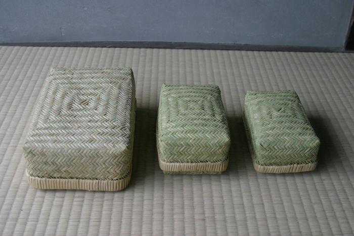 1000年の歴史がある鳥越竹細工の職人さんによるこちらのお弁当箱は、昔ながらの雰囲気と温かみがあってとても素敵です。サイズも3種類展開されていて揃えたくなりますね。