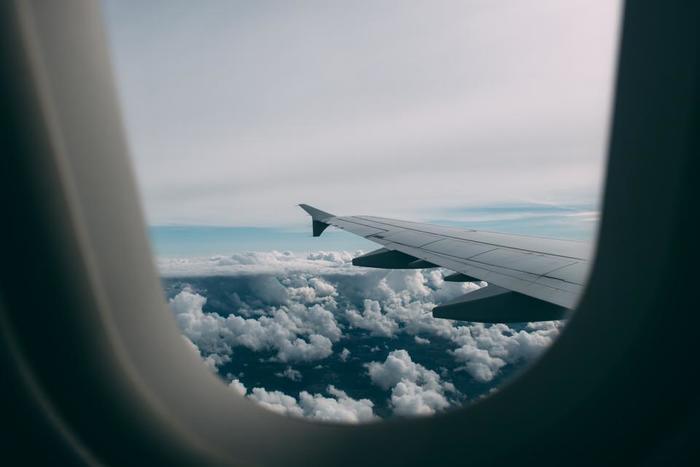 最近では海外・国内問わず、LCC(格安航空会社)を上手に利用することで、個人的な旅行をリーズナブルにコーディネートすることも容易になりました。また、短期の旅行なら、航空機に宿泊先が付いたツアーでのフリープランを利用するという手もあります。その場合、空港への送迎や、安くても最低限のホテルが組み込まれている場合が多いというメリットもありますし、バックパッカー的には航空券もすべて自分で!と気合いを入れすぎず、まずはツアーのフリープランを利用し、一人で行動する練習をしてみるのもおすすめです。