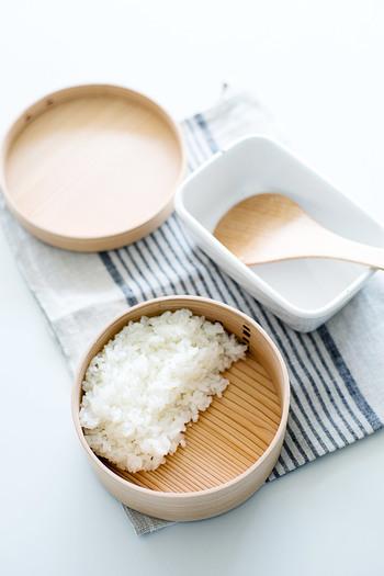 ※食中毒予防のためにも、食材はしっかり冷ましましょう。ご飯は冷ましてから入れるか、お弁当箱の中で蓋をせずに置いておきます。その間におかずの準備をします。