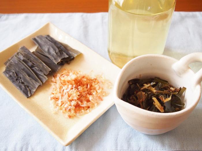 かつお節と昆布の合わせ出汁は、両方の旨み成分を組み合わせることで、より深い味わいを作ります。 昆布とかつおの旨みをしっかり引出した合わせ出汁は、美味しさはもちろん、素材の栄養素も豊富です。