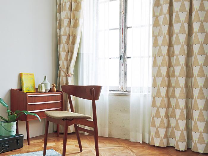 ベーシックな色合いでも幾何学的なツリーモチーフが可愛らしい。色々なテイストのお部屋にマッチしそうです。