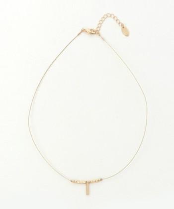 上のコーデで使用しているネックレスはこちら。華奢でシンプルなデザインが、カジュアルファッションにさりげなく華を添えてくれます。