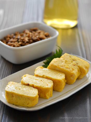 かつお出汁を使った、日本食の定番のお料理「だし巻き卵」。ほんのりした出しの旨みを利かせて、ふんわり美味しく作りたいですね。