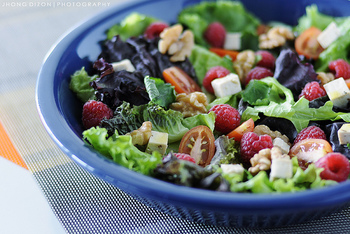 たくさんの種類のあるサラダの中でも、バランスよくたっぷりの栄養素が摂れると今話題の『パワーサラダ』をご存知ですか?『パワーサラダ』とは、野菜、タンパク質、フルーツなどたくさんの具材が入ったボリューム満点のサラダのことです。