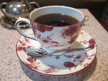 コーヒーを飲みながら音楽に耳を傾けてみてはいかがですか?