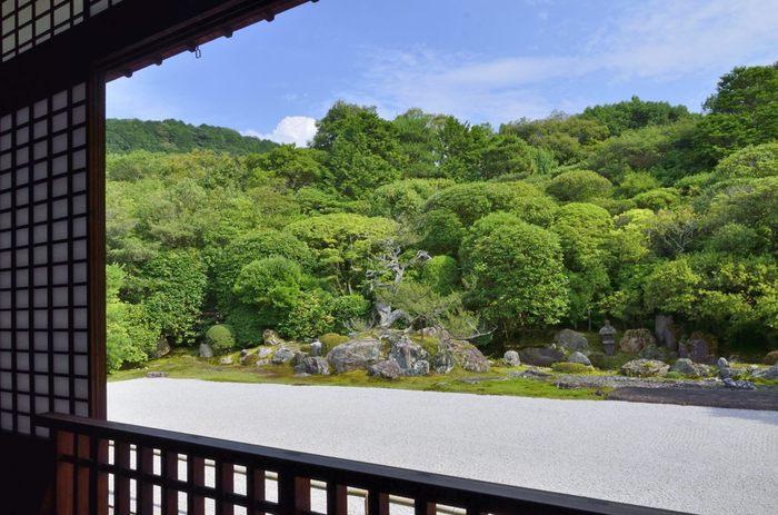 【「金地院」の枯山水庭園『鶴亀の庭』は、小堀遠州作として知られる特別名勝。】