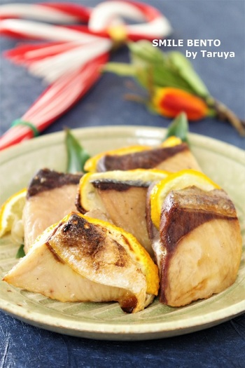 調味料は塩と柚子のみ。グリルで焼くので余計な油も落ちてとってもヘルシーです。冬ならではの味覚を堪能できますね。