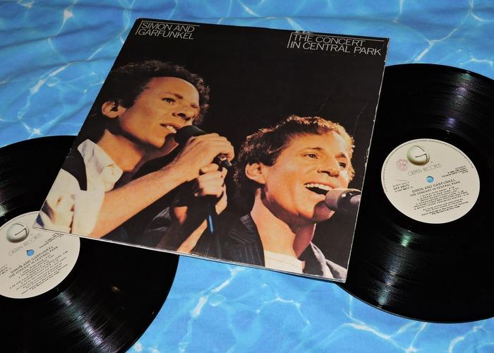 Simon & Garfunkelは、1960年代に活躍したアメリカ出身の伝説的ユニットです。ボーカルのアートの歌声は「天使のよう」だと言われ、「The Sound of Silence」や「Bridge Over Troubled Water」など様々な大ヒット作を生み出して来ました。現在でも多くのアーティストが彼らの曲をカバーしています。