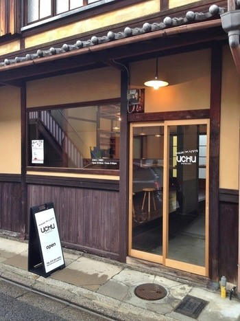 古い町家をリノベーションしたお洒落な店舗。京都の風情を楽しみつつ、買い物できるので、外国人の方にも喜ばれそうですね♪