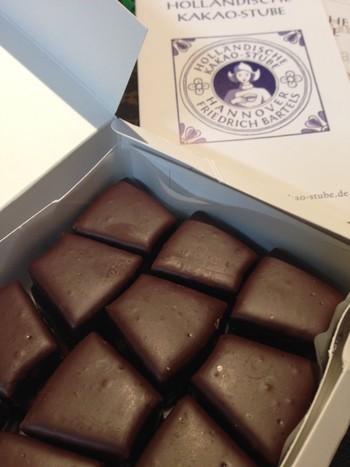 チョコがコーティングされているバウムシュピッツはバレンタインのプレゼントにも◎。