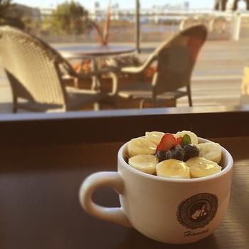 コーヒーのほか、スーパーフードとして話題になったアサイーボウルなど、オシャレでヘルシーなハワイアンメニューも充実しています。