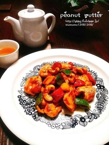 鶏むね肉とお野菜の炒め物。カシューナッツとピ-ナッツバター、豊かな風味とコクをもたらしてくれます。