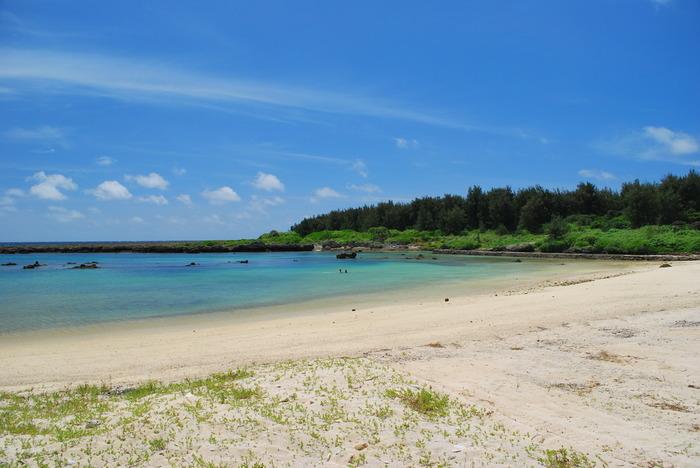 サンゴを起源とする石灰岩で島の多くは出来ています。 アクセスは空路か航路。1日に3便出ている飛行機もあるのでぜひ奄美大島付近へ行ったときは立ち寄ってみてはいかがでしょうか。