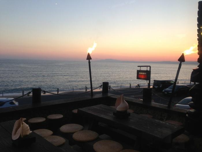 「モアナマカイ店」は海沿いに位置する、オーシャンビューのお店です。カレーだけでなく、景色も美味しいですね♪