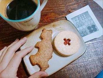 厳選された自然素材を使った焼き菓子は、大きくてボリューム感があります。全粒粉のクマ型クッキー、ジャムサンドクッキーなど、可愛らしさと素朴な味わいが人気です。